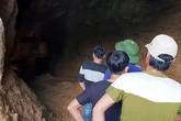 Cứu hộ 2 nạn nhân trong vụ sập hầm vàng trái phép ở Hòa Bình: Khó còn hy vọng sống