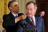 94 năm cuộc đời của Bush 'cha': Từ đế chế dầu mỏ tới Chiến tranh Lạnh
