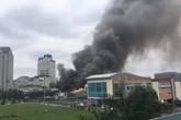 Cháy gara ô-tô gần trụ sở VFF, hàng trăm CĐV xếp hàng chờ nhận vé hốt hoảng
