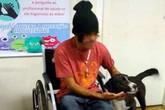 Bốn chú chó túc trực ở bệnh viện chờ chủ giữa đêm lạnh