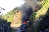 Nghệ An: Xe chở gạo hỗ trợ người nghèo bốc cháy dữ dội
