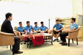 Bùi Tiến Dũng, Quang Hải, Hà Đức Chinh… tặng quà cho các chiến sĩ Trường Sa