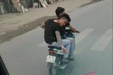 Clip hai thanh niên đi xe máy nghi rải đinh trước mặt lái xe