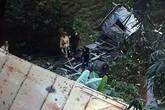 Container mất lái lao xuống vực sâu, tài xế tử vong trong buồng lái