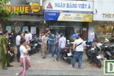 Trích xuất camera truy bắt nghi can cướp hơn 1 tỷ đồng trong ngân hàng ở Sài Gòn