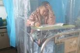 Nam sinh mắc ung thư làm bài thi trên giường bệnh