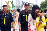 Gần 1.000 người giữ an ninh đường hoa Nguyễn Huệ
