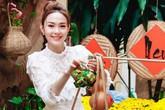 """Minh Hằng bày cả phố hoa trong nhà để chụp ảnh """"tự sướng"""" Tết vừa qua"""
