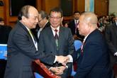 Thủ tướng tiếp đoàn kiều bào về nước đón Tết
