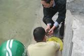 Nhiều người dân Thủ đô thả ốc thay vì thả cá chép tiễn ông Công, ông Táo về trời