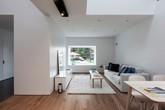 Căn nhà hai tầng đầy đủ ánh sáng nhờ thiết kế thông tầng