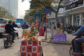 Kỳ lạ cả dãy phố lớn bày lễ ra đường để rước Thánh giữa trung tâm Hà Nội