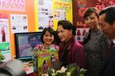 Lãnh đạo Quốc hội, Nhà nước thăm gian trưng bày của Báo Gia đình và Xã hội