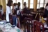 Hà Nội: Mảng vữa trần bất ngờ rơi trong lớp khiến 3 học sinh nhập viện
