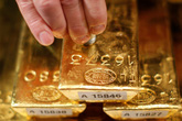 Giá vàng hôm nay 1/4: Vàng xuống dốc, giao dịch trầm lắng