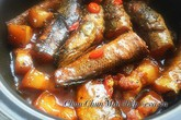 Cá kho nước dừa đậm đà đưa cơm