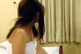 Mua dâm trong phòng tắm bị bắt quả tang