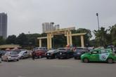 Vỉa hè nhiều nơi ở Hà Nội - như chưa hề có cuộc... ra quân (1): Gần trụ sở Công an quận, nhiều nhà hàng lớn vẫn chiếm dụng vỉa hè