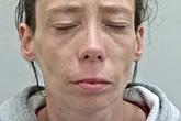 Vứt con gái xuống đất dẫn đến tử vong, người mẹ bất nhân khiến cả phiên tòa phẫn nộ vì đổ tội cho chồng