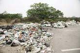 Nhiều điểm trên Đại lộ Thăng Long thành nơi chứa rác thải