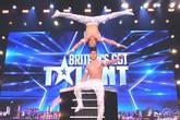 Giám khảo Britain's Got Talent reo hò khi Quốc Cơ, Quốc Nghiệp diễn