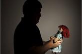 Phát hiện vợ ngoại tình sinh con cho người khác, ông bố vẫn cấp dưỡng hàng tháng