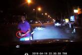 Tài xế ôtô khai mất dây chuyền 2 cây vàng sau xô xát với 2 thanh niên