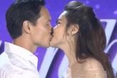 Kim Lý - Hồ Ngọc Hà hôn nhau trên sân khấu