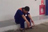 Nghi ngờ bị bán thiếu, nam thanh niên hành hung nhân viên cây xăng