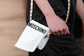 Cuộn giấy vệ sinh cũng trở thành nguồn cảm hứng cho mẫu túi hàng hiệu giá mấy chục triệu này