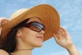 Cách bảo vệ mắt an toàn với nắng nóng những ngày chơi lễ