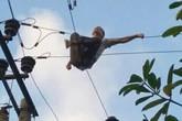 Người đàn ông leo lên cột điện tự tử bị cả làng 'chửi' vì làm mất điện ngày nắng nóng