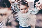 5 cách khoa học để nuôi dưỡng con gái bạn thành cô gái trí thức