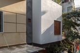 Ngôi nhà 66m² trong hẻm ấn tượng đến khó rời mắt nhờ bức tường cào vữa ở quận Cầu Giấy