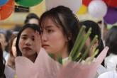 Nữ sinh Phan Đình Phùng bật khóc ngày ra trường