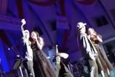 Văn Mai Hương bị fan nam cưỡng hôn trên sân khấu