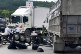 Xe tải đâm đổ bốt CSGT khiến 1 người tử vong, 1 người nguy kịch