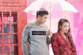 Hồ Quỳnh Hương dầm mưa lúc 4h sáng diễn cảnh ngôn tình với trai trẻ