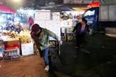 """Những cửu vạn """"nhí"""" ở chợ đầu mối Long Biên"""