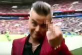 """Robbie Williams bị mafia săn đuổi vì """"ngón tay thối"""" là """"tin vịt"""" nhưng chuyện đối diện án phạt lại là sự thật"""