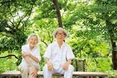 Cặp vợ chồng già bỏ phố về quê tận hưởng cuộc sống bên ngôi nhà vườn rợp bóng cây xanh khiến người người ngưỡng mộ