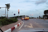 Hà Nội: Dựng tóc gáy với hàng loạt xe buýt vượt đèn đỏ