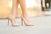 Người phụ nữ đột nhiên ngất xỉu, khi đến bệnh viện bác sĩ phát hiện thủ phạm chính là giày cao gót