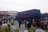 Hai vợ chồng bị xe container cán tử vong, con trai bị thương nặng
