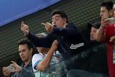 Maradona sẽ trả giá đắt sau hành động giơ 'ngón tay thối'?