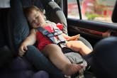 Bé gái 3 tuổi chết tức tưởi trong xe ô tô vì bố mẹ tưởng nhầm điều này