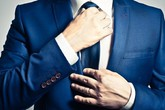 Mang cà vạt làm giảm hiệu suất làm việc của nam giới