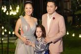Con trai Hồng Nhung theo mẹ đi quay hình với Lam Trường