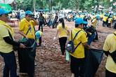 Hàng nghìn người Thái dọn dẹp hang nơi đội bóng nhí từng mắc kẹt
