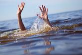 Hà Nội: Thi thể đôi nam nữ nổi trên hồ cá, cách nhau 10 mét